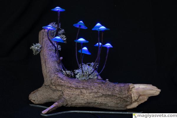"""Светильник """"грибы на натуральной коряге"""""""